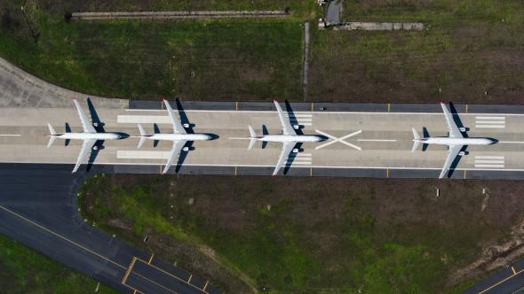 Atatürk Havalimanı'nda onlarca uçak yolcularını bekliyor - Resim: 2