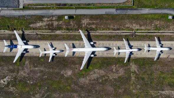 Atatürk Havalimanı'nda onlarca uçak yolcularını bekliyor - Resim: 3