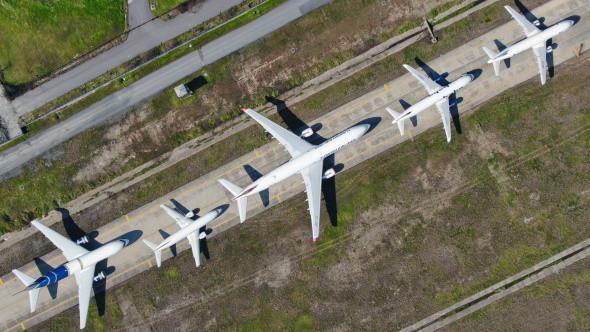 Atatürk Havalimanı'nda onlarca uçak yolcularını bekliyor - Resim: 4