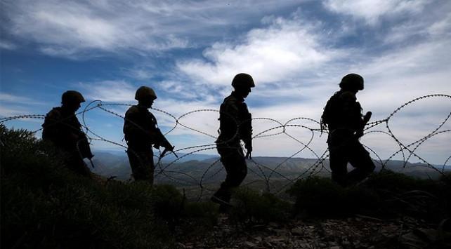 Sınırda 5'i PKK'lı 9 kişi yakalandı