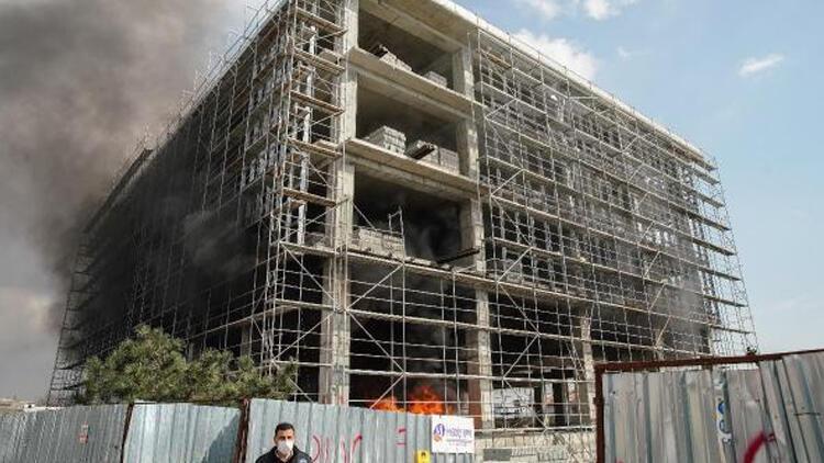 İstanbul'da inşaatta yangın paniği