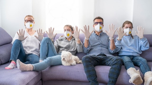 Koronaya yakalanan her 10 kişiden biri virüsü ailesine bulaştırıyor