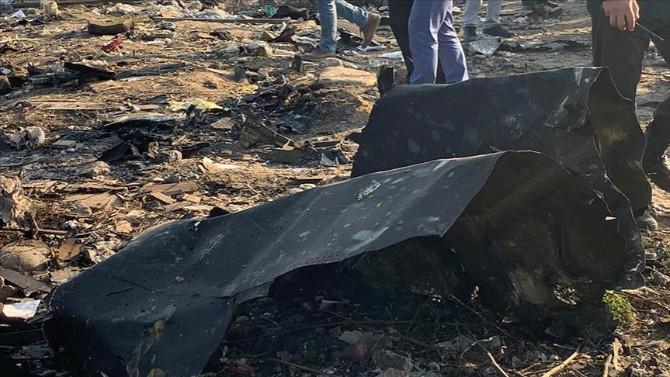 Yolcu uçağı düştü! Çok sayıda ölü var!
