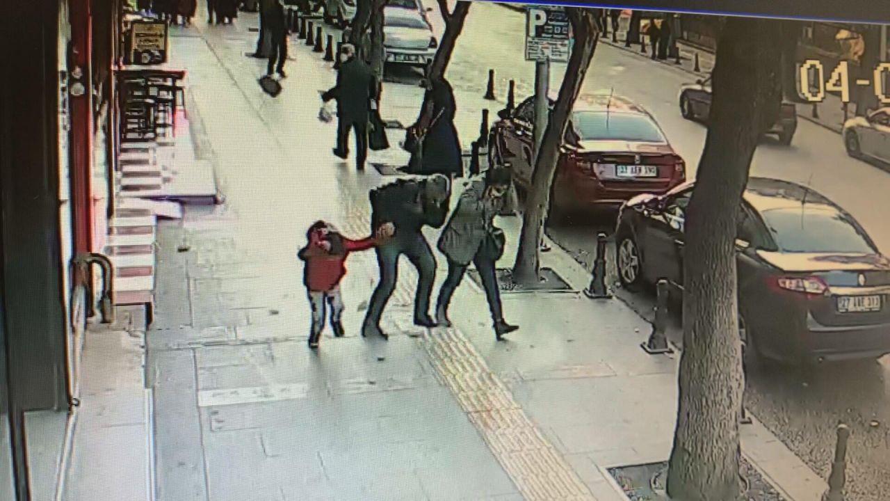 Binadan kopan taş parçaları çocuğun başına düştü - Resim: 2