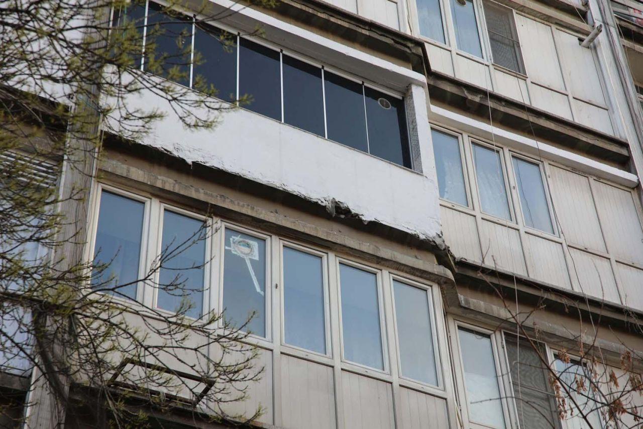 Binadan kopan taş parçaları çocuğun başına düştü - Resim: 1