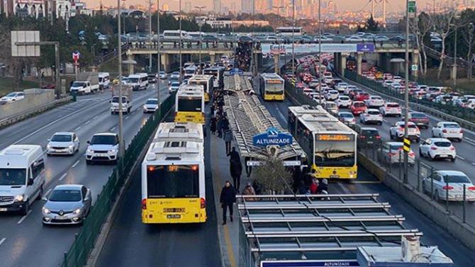 İstanbul'da toplu taşımadaki yaş sınırlaması kaldırıldı!