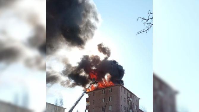 İstanbul'da korkutan yangın! Apartman alev topuna döndü