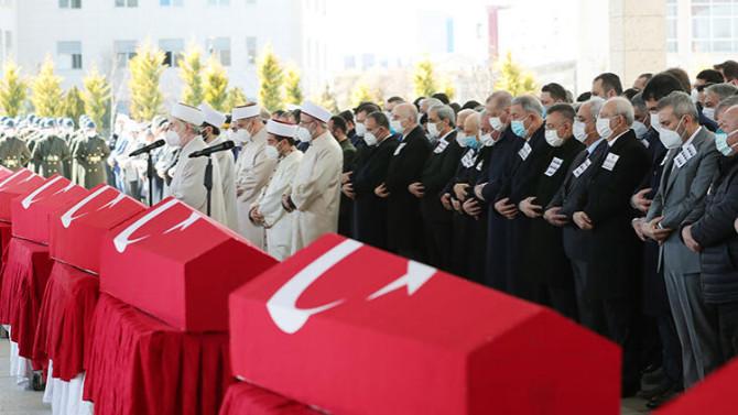 Bitlis şehitlerini devletin zirvesi uğurladı
