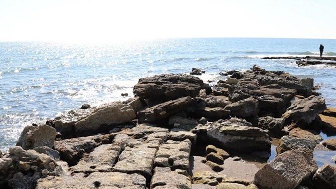 Deniz suyunun çekilmesiyle antik liman ortaya çıktı