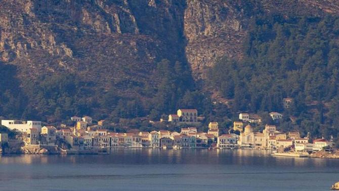 MSB: Yunanistan Meis Adası'na hücumbot konuşlandırdı