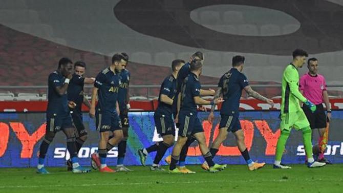 Zirve yarışında Fenerbahçe'den kritik üç puan!