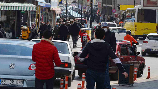 ''Kırmızı'' ilde sokaklar tıklım tıklım!