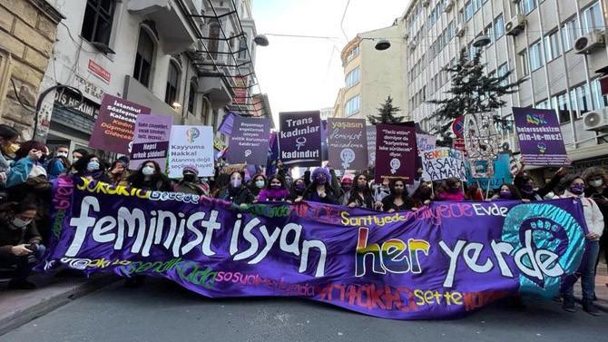 Kadınlar 8 Mart'ta ''eşit ve özgür bir ülke'' için alanlarda