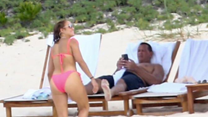 Jennifer Lopez küvet pozu güldürdü