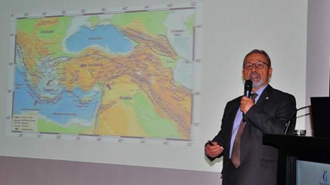 İşaret ettiği yer sallanan Naci Görür: ''7 büyüklüğünde deprem bekliyoruz''