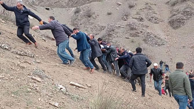 Öğrenci servisi uçurma uçtu! 2 ölü; 24 yaralı var!