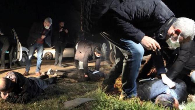 Bursa'da hareketli dakikalar! Polis aracın lastiklerine ateş açtı