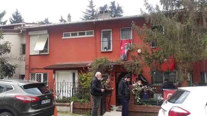 Gazeteci Ergin Konuksever'in eşi evinde ölü bulundu