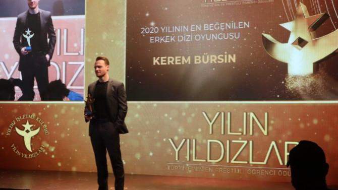 Kerem Bürsin'i kızdıran sözler! Ödül törenini terk etti