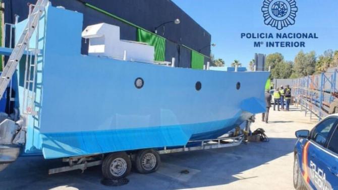 Polis baskınında ev yapımı denizaltı ele geçirildi