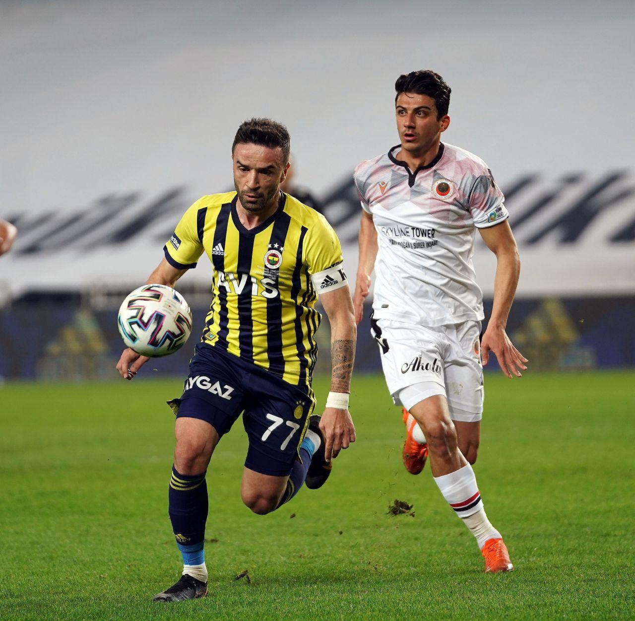 Fenerbahçe'de Gökhan Gönül maçı yarıda bıraktı