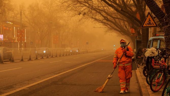 Çin'i son 10 yılın en büyük kum fırtınası vurdu