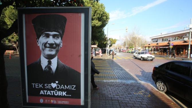 ''Love Erdoğan'' gitti, ''Tek Sevdamız Atatürk'' geldi