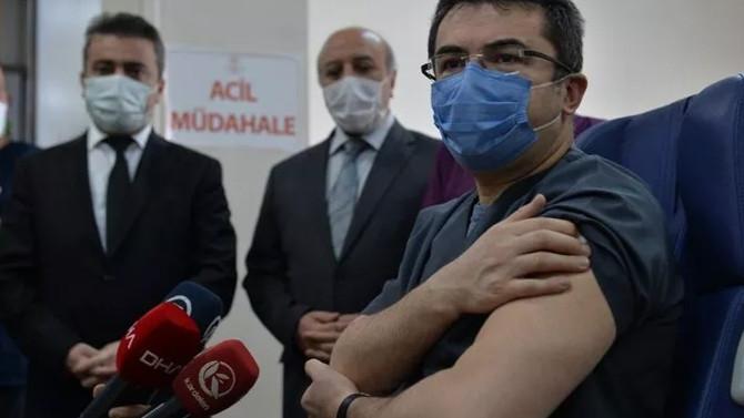 İlk doz aşısını yaptıran vali, koronavirüse yakalandı