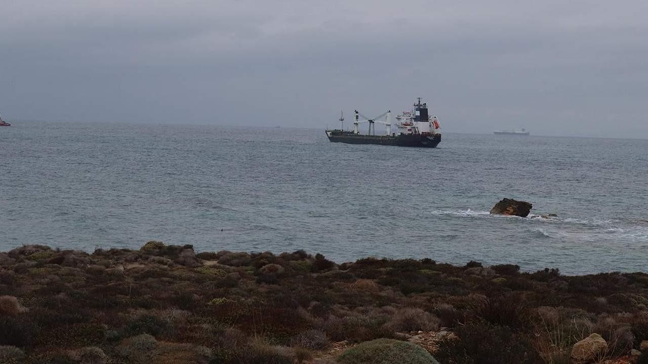 Çanakkale'de yük gemisi karaya oturdu