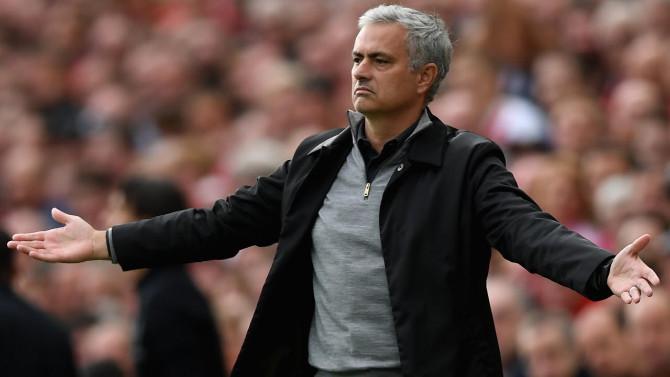 Mourinho rakip soyuna odasına girdi
