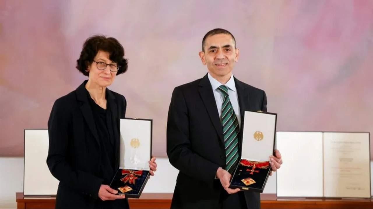 Türeci ve Şahin'e Almanya'da liyakat nişanı