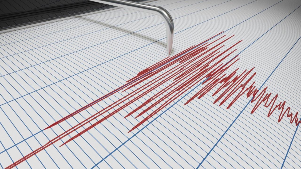 O ilimizde korkutan deprem... Çevre illerden de hissedildi
