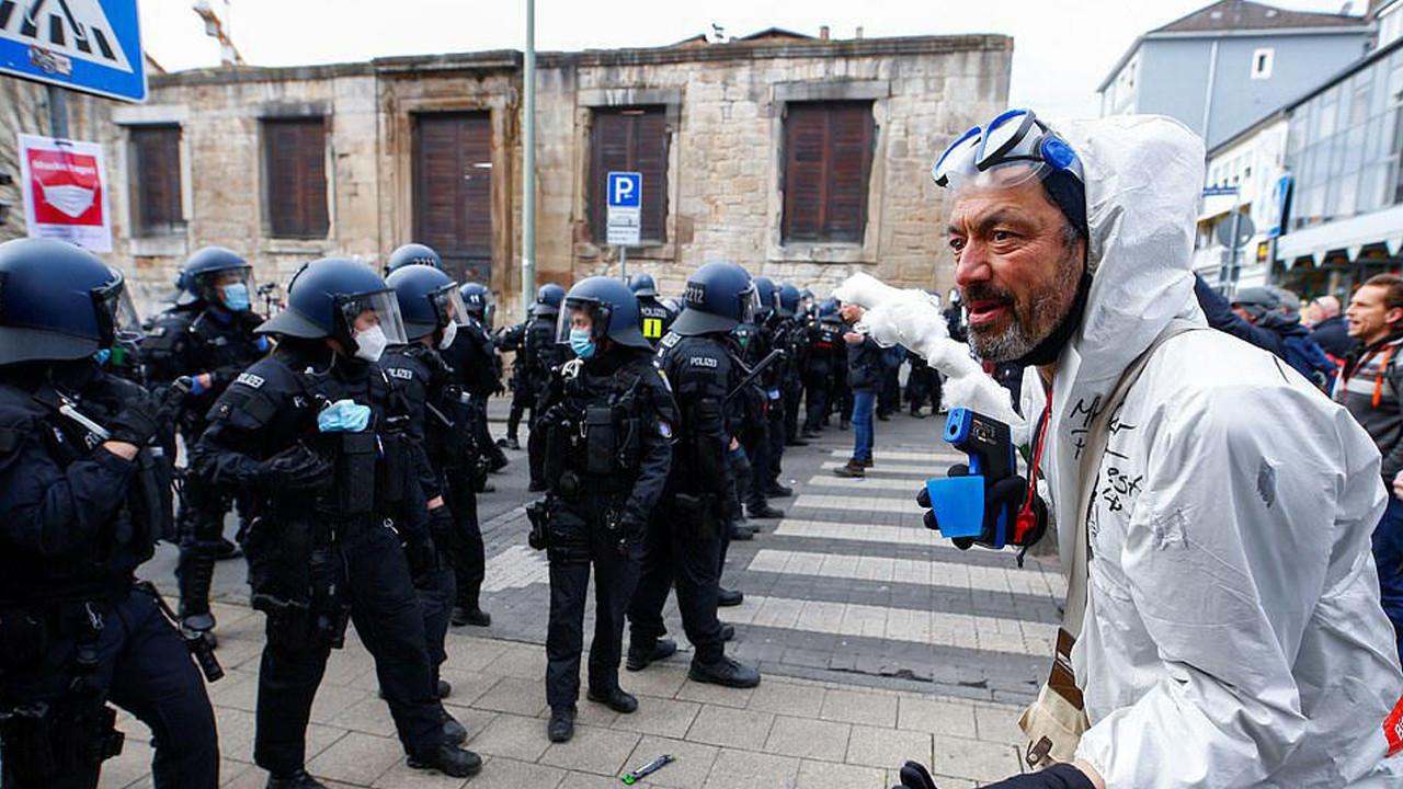 Avrupa'da üçüncü dalga krizi: Sokaklar karıştı!