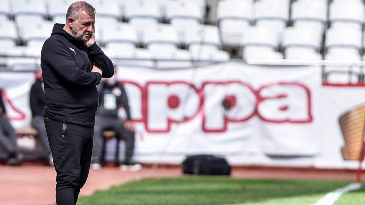 Süper Lig'de bir teknik direktör daha gitti