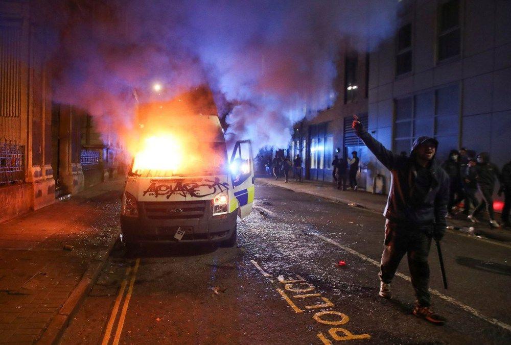 İngiltere'de sokaklar karıştı! Polis araçlarını yaktılar - Resim: 4