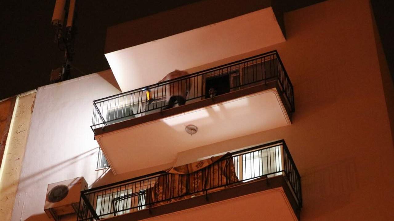 Çatıdan ip sarkıtıp girdiği evde eşini katletti!