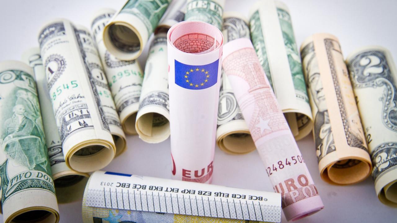 Piyasalarda tersine bayram: Dolar, Euro, Altın uçtu; Türk Lirası çakıldı