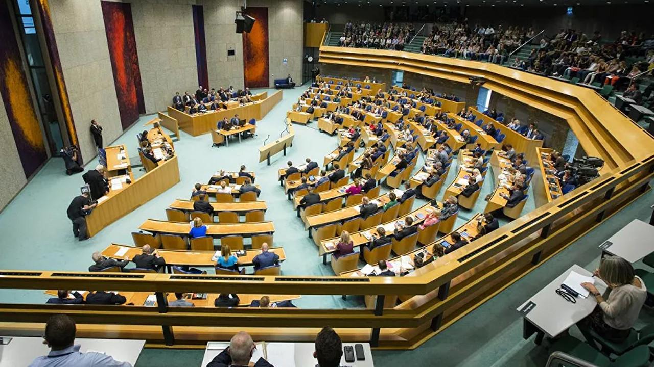 Hollanda Parlamentosu'nda bomba tehdidi