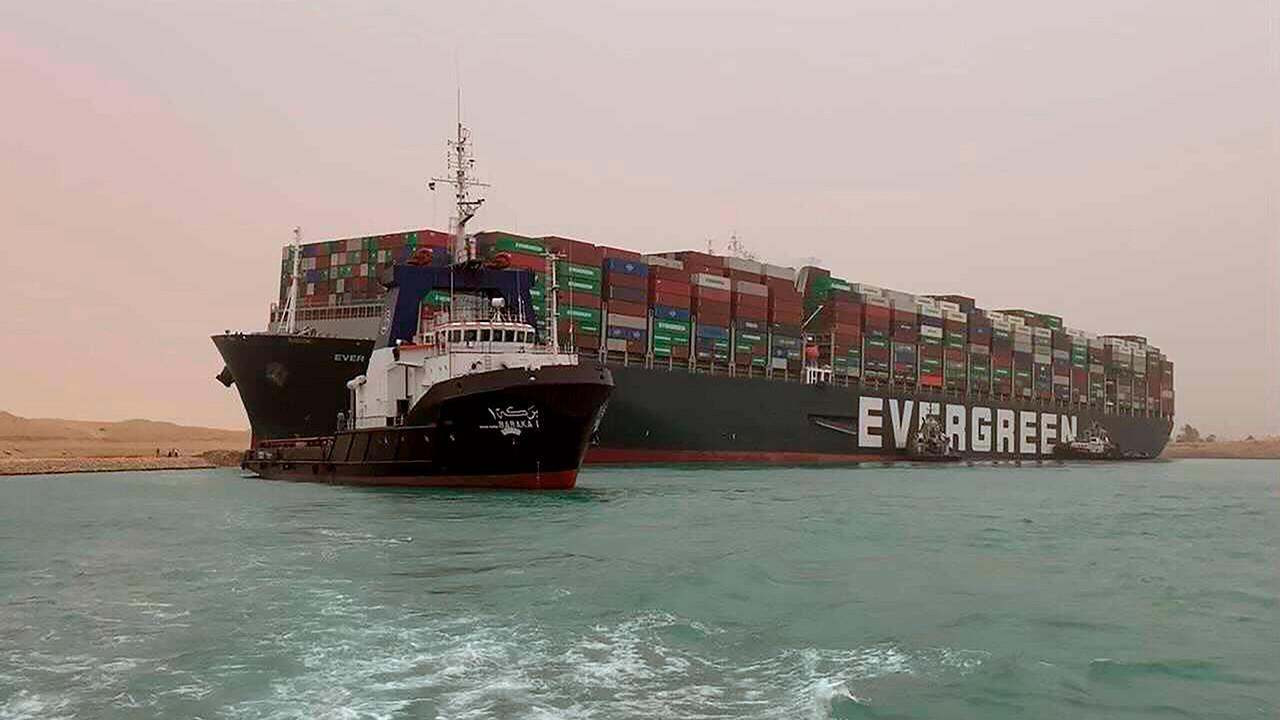Dünya ticaret yolu haftalarca kapalı kalabilir!