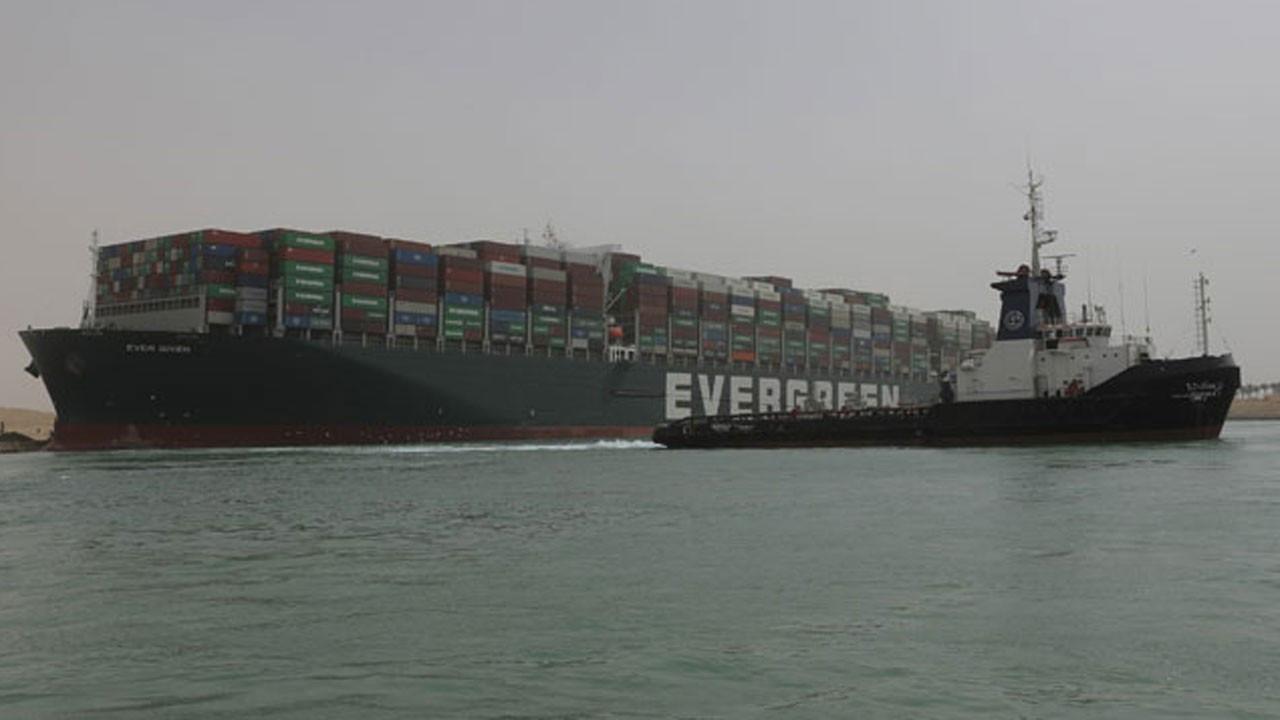 Süveyş Kanalı'nda sıkışan gemi için korkutan uyarı