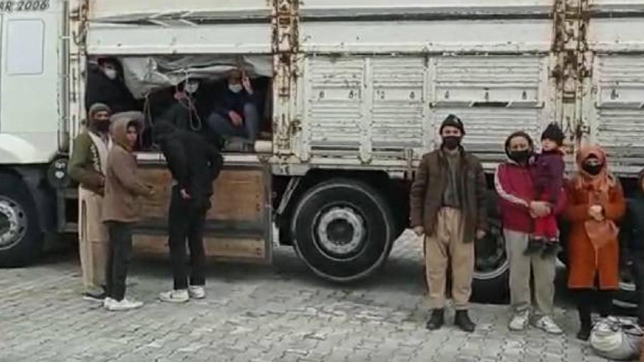 Kamyonun kasasında 112 kaçak göçmen yakalandı