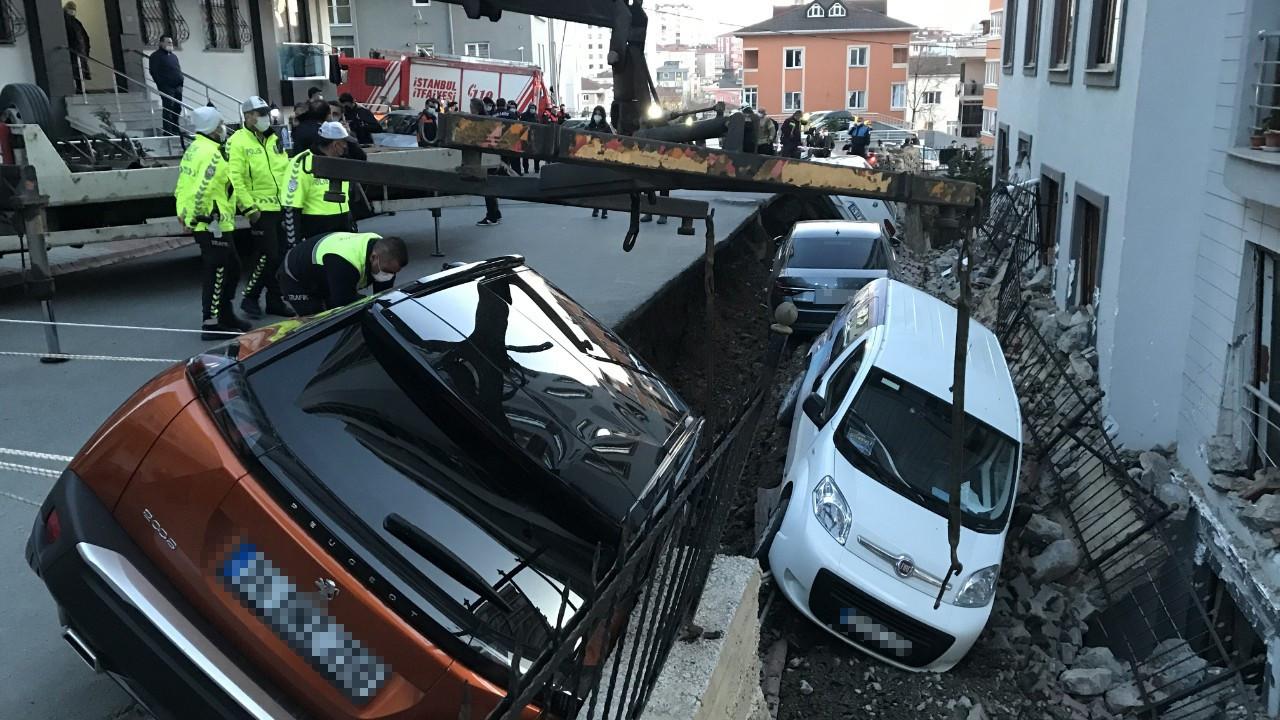 İstanbul'da korkutan anlar! Çukur 4 aracı yuttu