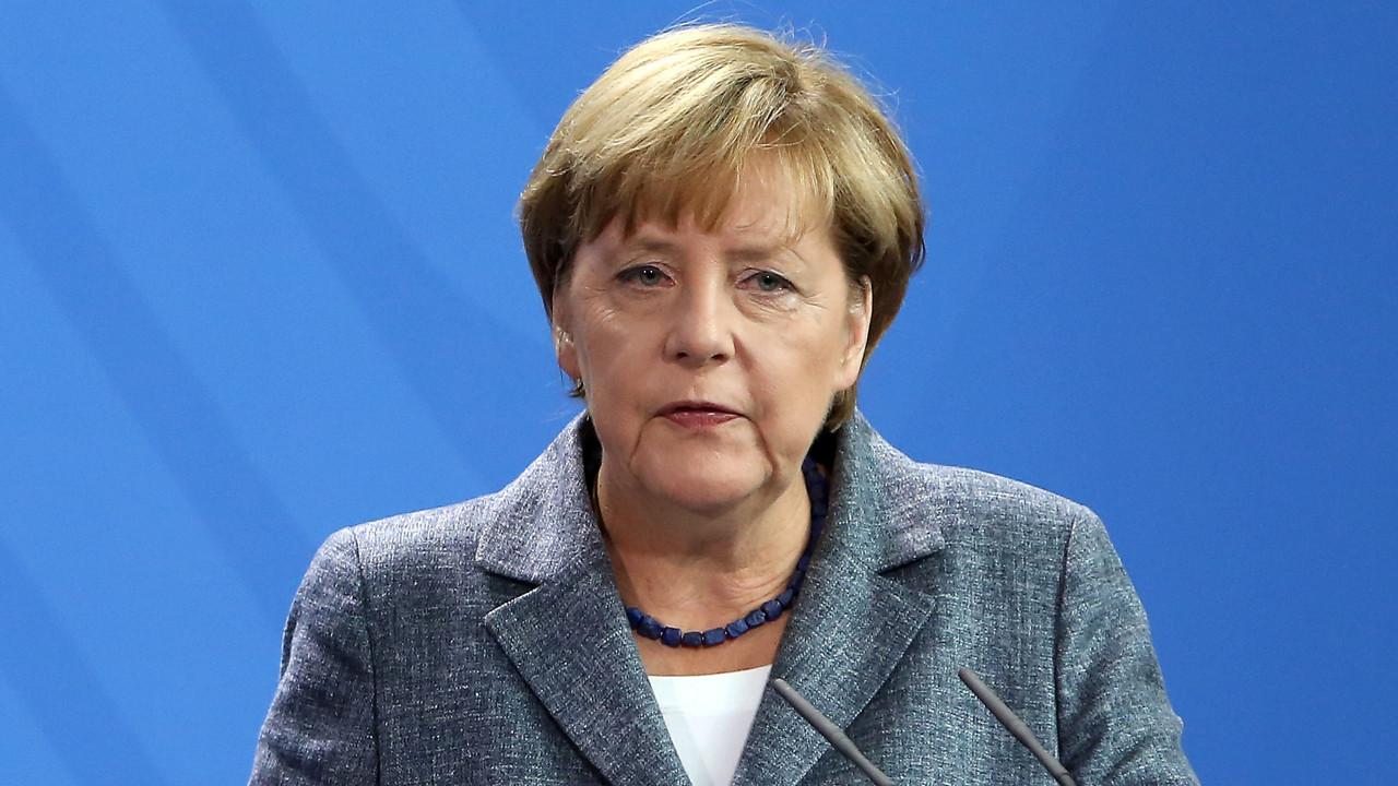 Merkel, tartışılan Covid-19 aşısından yaptırdı