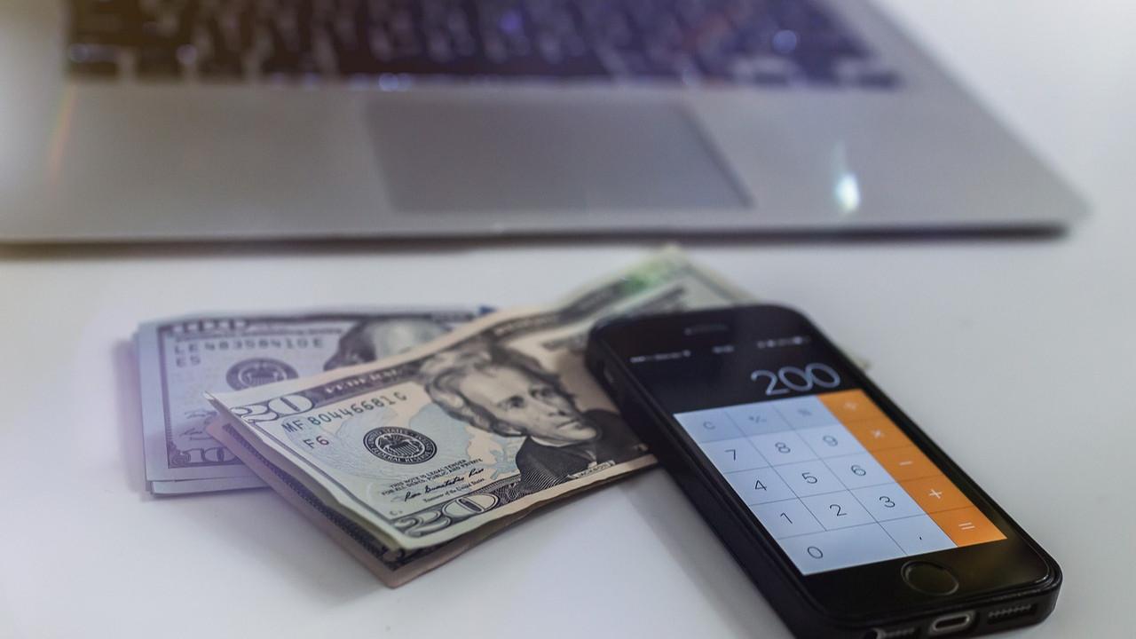 Ekonomist Mahfi Eğilmez faiz ve doların ne zaman düşeceğini açıkladı