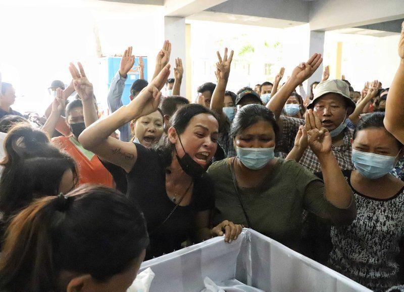 Myanmar'dan buruk cenaze töreni - Resim: 3
