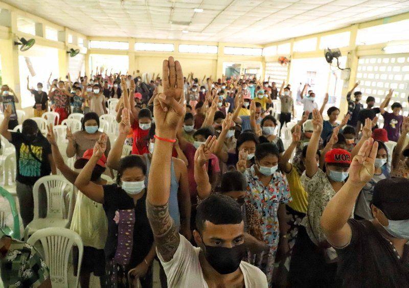 Myanmar'dan buruk cenaze töreni - Resim: 4