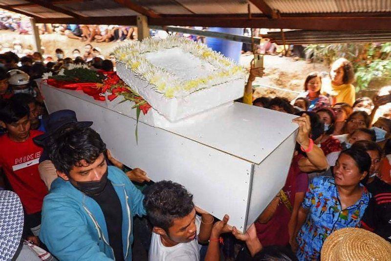 Myanmar'dan buruk cenaze töreni - Resim: 1