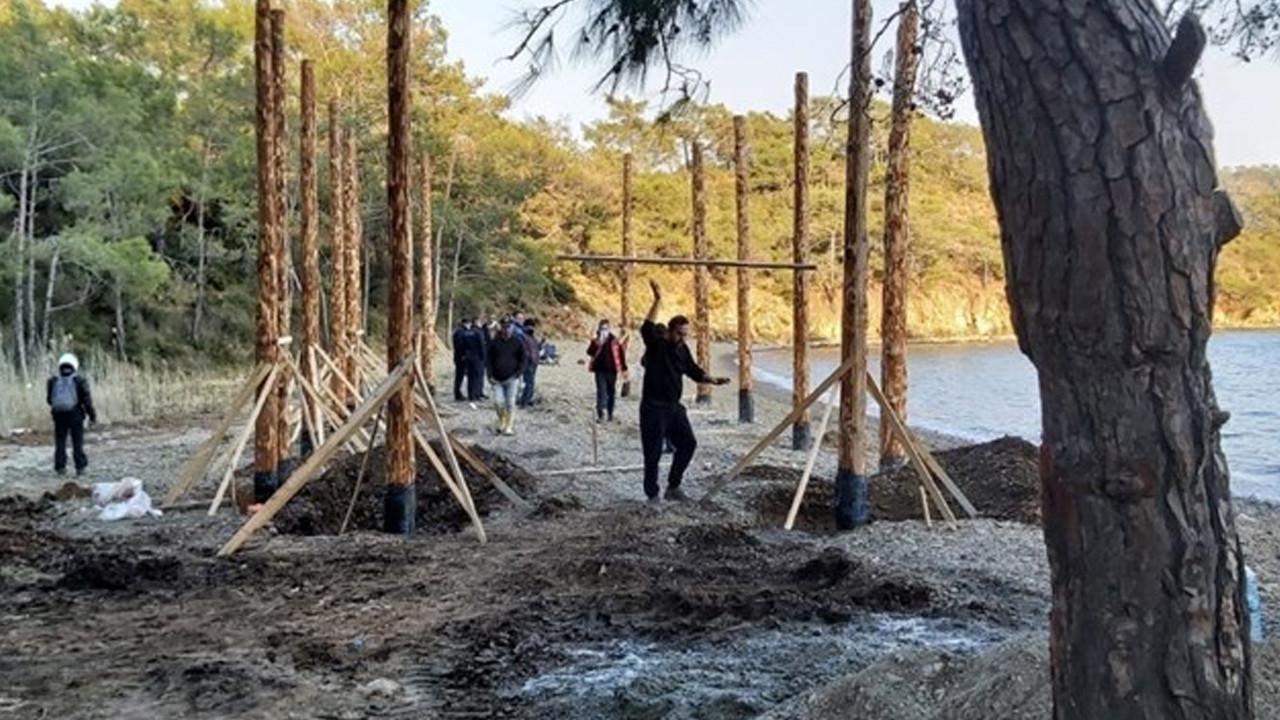 Dünyaca ünlü koyda kaçak inşaat çalışması yapan 20 kişiye ceza yağdı
