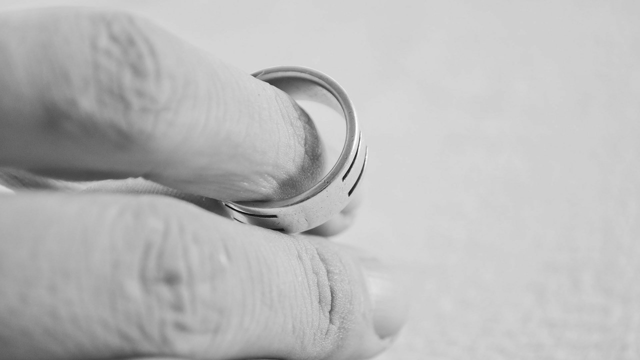 Boşanma davasında aldatılan eş diğer kadını tanık gösterdi; ortalık karıştı!