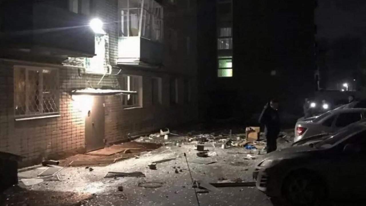 9 katlı apartmanda doğalgaz patlaması